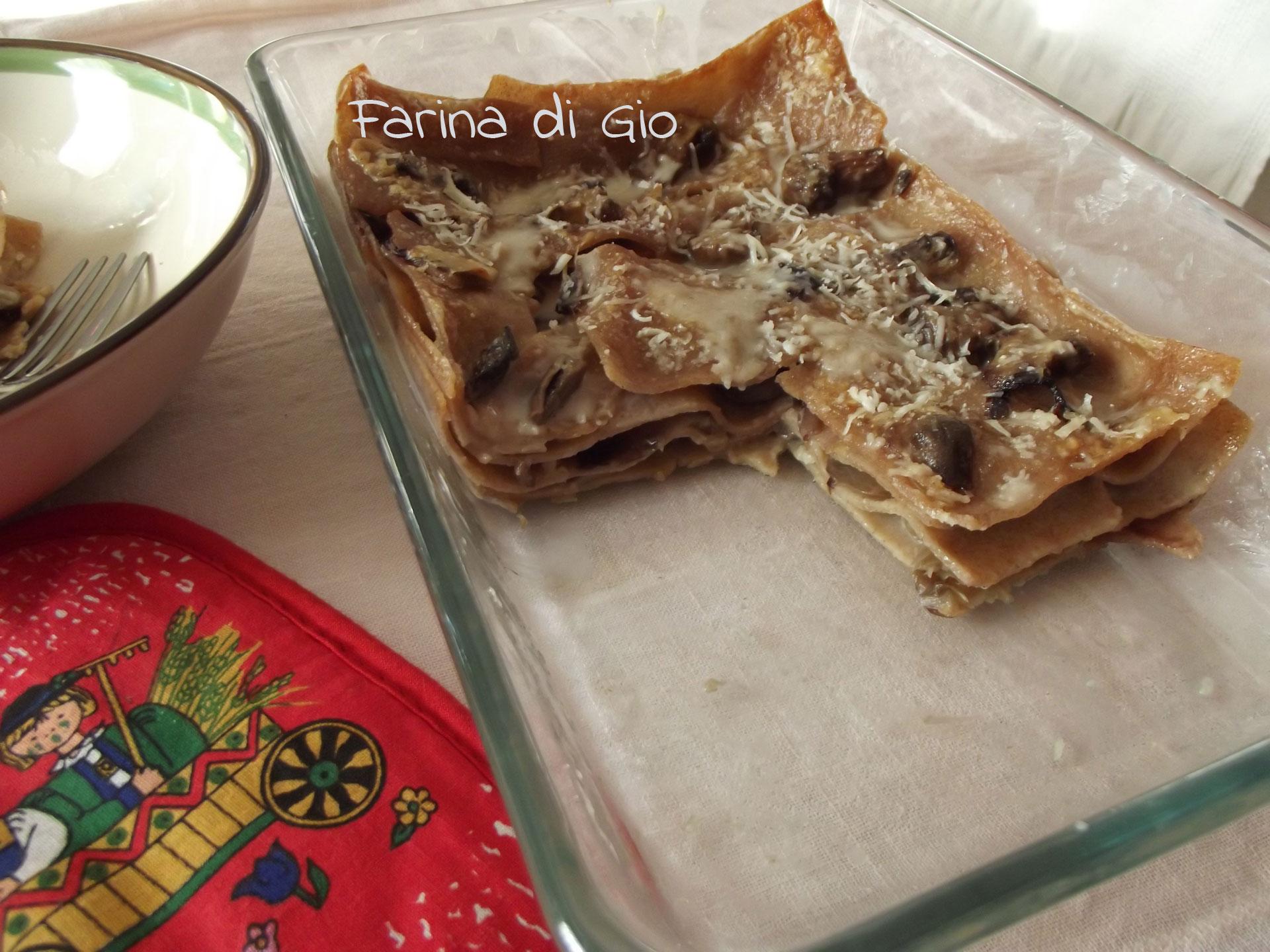 Lasagne di farro con champignon, radicchio e panna di avena